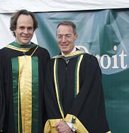 Le nouveau docteur d'honneur en compagnie du doyen S&eacute;bastien Lebel-Grenier.<br>