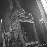 Chapelle des processions, &Icirc;le-aux-Coudres.<br><br>Biblioth&egrave;que et Archives nationales du Qu&eacute;bec. P728, S1, D1, P4-16 /Fonds Lida Moser / &Icirc;le-aux-Coudres - Chapelle des processions / Lida Moser - 1950<br>