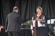 La soprano Catherine Elvira Chartier a interprété l'Hymne avec virtuosité.