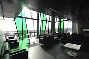 Un salon du Campus de Longueuil, avec la vue sur la métropole et le pont Jacques-Cartier.