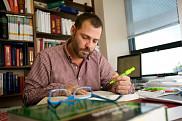 Le professeur Luc Grenon mène des recherches sur les fondements et les retombées sociales de la dépense fiscale pour dons de bienfaisance.