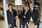 De gauche à droite, le professeur Alexandre Blais et certains des chercheurs sous sa direction pour ce projet : Christian Sara-Bournet et les professeurs André-Marie Tremblay, Michel Pioro-Ladrière et David Poulin.