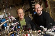 <span>Louis Taillefer, professeur au D&eacute;partement de physique&nbsp;et Nicolas Doiron-Leyraud, chercheur.</span>