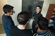 Pr Ion Garage en compagnie d'étudiants