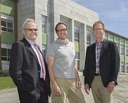 Serge Jandl, doyen de la Faculté des sciences, Maxime Descoteaux, professeur à la Faculté des sciences, et François Dubé, directeur général de La Fondation.