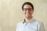 David Baril, étudiant au doctorat, chargé de cours et professionnel de recherche au sein du Centre d'études et de recherches sur les transitions et l'apprentissage (CÉRTA)