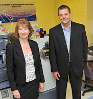 Les professeurs Christiane Auray-Blais, de l'UdeS, et Jeffrey Medin, de l'Université de Toronto.