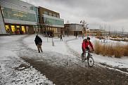 <p>La valorisation de l&rsquo;eau de pluie, gr&acirc;ce aux am&eacute;nagements au c&oelig;ur du Campus principal, ainsi que le soutien au transport actif, comptent parmi les &eacute;l&eacute;ments qui permettent &agrave; l'UdeS de se distinguer.</p>