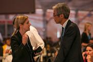 Fortement engagée dans les relations multilatérales et bilatérales du Canada à l'échelle internationale, Louise Métivier a été une personne-clé dans les négociations relatives aux changements climatiques sur la scène internationale.
