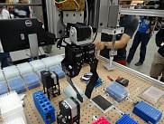 La plateforme robotique, BioBot (iGEM à Boston, 2015), conçue et fabriquée par une équipe interdisciplinaire d'étudiants de l'UdeS.