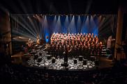 Vivez l'expérience de chanter sur la scène de la salle Maurice-O'Bready avec plus de 100 choristes!