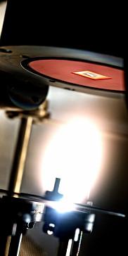 <span>Plume de plasma g&eacute;n&eacute;r&eacute;e par un pulse laser UV.<br>Photo fournie</span>