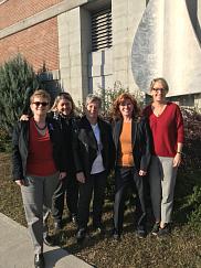 De gauche à droite sur la photo: Les professeures Marie Beaulieu, Nancy Presse, Suzanne Garon, Nicole Dubuc et Julie Lane.