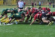 L'équipe masculine de rugby Vert & Or (UdeS) lors d'une mêlée