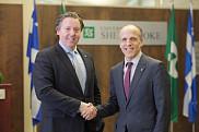 Le président du conseil d'administration, M. Vincent Joli-Coeur, en compagnie du prochain recteur Pierre Cossette, qui dirigera l'Université de Sherbrooke à compter du 1er juin prochain, et ce, pour un mandat de cinq ans.