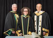 La Pre Denise St-Cyr Tribble en compagnie du doyen de la FMSS, Pr Dominique Dorion et du recteur de l'UdeS, Pr Pierre Cossette.