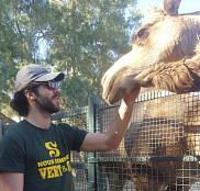 L'étudiant-athlèteJean-Philippe Talbot, volleyeur, en voyage en Tunisie, projet en partie financé par la campagne de sociofinancement.