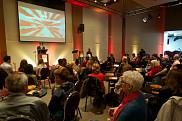 Luce Samoisette, rectrice de l'Universit&eacute; de Sherbrooke, lors du vernissage de l'exposition des finissantes et finissants du certificat en arts visuels.<br>