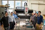 Les professeurs Alain Curodeau et Yves St-Amant, de l'Université Laval, en compagnie d'étudiants.