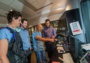 <p>&Agrave; droite, le Pr Martin Brouillette, en compagnie du Pr Andrew Benko, radiologiste interventionniste qui a pratiqu&eacute; la premi&egrave;re intervention, et de ses deux &eacute;tudiants au doctorat et co-fondateurs de SoundBite Medical, Steven Dion et Louis-Philippe Riel.</p>