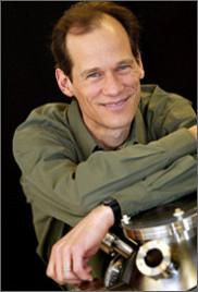 Le professeur Louis Taillefer, titulaire de la Chaire de recherche du Canada en matériaux quantiques