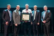 Au centre, Luigi Bouchard, récipiendaire du prix Tremplin, catégorie Médecine et sciences de la santé