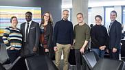 Le Pr Koussens entour&eacute; de ses collaborateurs :&nbsp;Marie-No&euml;lle Tremblay, <span><span>Guy Bucumi,&nbsp;Corentine Navennec,&nbsp;Lo&iuml;c Bizeul, Sara Teinturier et Bertrand Lavoie. <br></span></span> <br>