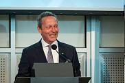M. Luc Blanchard (Administration 1984) s'est dit fier de représenter BMO Groupe financier et d'annoncer un soutienà son alma mater.