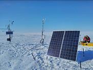 Une station météorologique récemment déployée à Cambridge Bay, au Nunavut.
