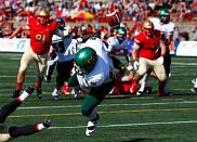 Le Vert &amp; Or a &eacute;t&eacute; compl&egrave;tement renvers&eacute; par le Rouge et Or dimanche apr&egrave;s-midi, au Stade Telus de l'Universit&eacute; Laval.<br>