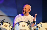 Martin Levac, le personnificateur officiel de Phil Collins, a livré une prestation époustouflante de In The Air Tonight, un des titres préférés du Grand ambassadeur 2013.