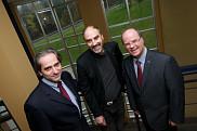 Fran&ccedil;ois Coderre, doyen de la Facult&eacute; d'administration, en compagnie de Jacques Beauvais, vice-recteur &agrave; la recherche, et de Michel Lafleur, vice-doyen &agrave; la recherche et aux &eacute;tudes de 3<sup>e</sup>&nbsp;cycle. &nbsp; <br>