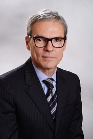 Diplômé de la promotion 1978 du baccalauréat en éducation physique de l'Université de Sherbrooke, Jean-Luc Gravel s'est plutôt tourné vers le domaine de la finance pour y faire carrière au début des années 80.