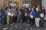 Les boursières et boursiers 2018 de La Fondation de l'Université de Sherbrooke, en compagnie du doyen, Pr Serge Striganuk (1er à g.), des donatrices Colette Deaudelin (bourse Colette Deaudelin) et Anne Hurtubise (bourse Le tour d'une vie - Daniel Hurtubise) (respectivement 4e et 5e à l'avant sur la photo), et de la donatrice Ginette Racicot (bourse Cécile-Belval-et-Georges-Racicot) (dern. à droite, à l'avant).