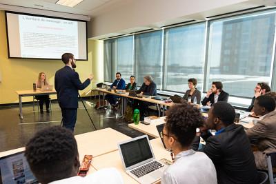 Le doctorat en philosophie pratique est offert aux campus de Sherbrooke et de Longueuil.