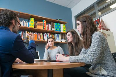 Le professeur Dany Baillargeon est répondant pour le parcours en information et culture du cheminement en communication stratégique.