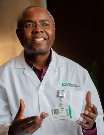 Le professeur-chercheur Warner Mampuya estresponsable du programme de prévention et réadaptation cardiovasculaires du CIUSSS de l'Estrie-CHUS.