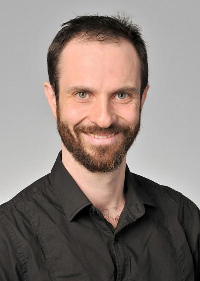 Dr Lamontagne, médecin intensiviste à l'Hôpital Fleurimont du CIUSSS de l'Estrie – CHUS, professeur-chercheur au Centre de recherche du CHUS et à la Faculté de médecine et des sciences de la santé de l'Université de Sherbrooke.