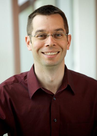 Dominic Létourneause spécialise dans l'intégration de systèmes, les services connectés et la conception de plateformes robotiques innovantes.