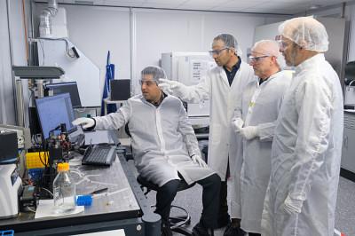 Dans cette étude interdisciplinaire, Mohammad Reza Aziziyan a acquis de nouveaux savoirs avec le Pr Éric Frost, le Pr Jan Dubowski et Mohamed Walid Hassen.