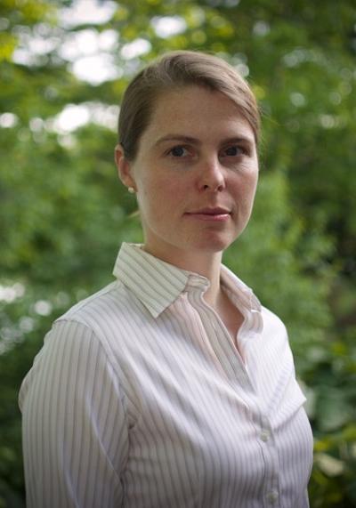 La Pre Debra Hausladen, titulaire de la Chaire de recherche du Canada en biogéochimie de l'environnement et des sols.