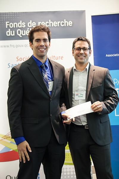 François Allard recevant le prix Acfas – Ressources naturelles, avec Serge Bédard, gestionnaire principal de programme à Canmet énergie.