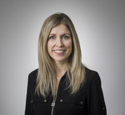 La professeure Marie-Eve Carignan est spécialiste de la communication de crise et des enjeux sociopolitiques et économiques des médias.