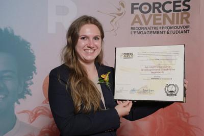 Mia Caron de la Conférence sur le développement durable en ingénierie 2021.