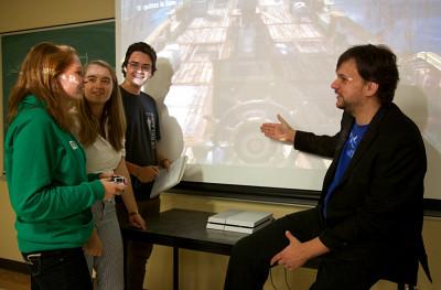 Thierry Robert et ses étudiants testent un jeu vidéo lors du cours Histoire, jeu vidéo et ludification.