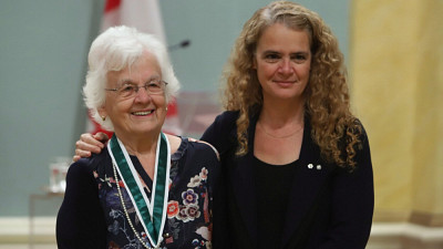 Micheline Dumont en compagnie de Son Excellence la très honorable Julie Payette, gouverneure générale du Canada.