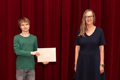 Sylvie Bouchard, gestionnaire en philanthropie de la FLSH a remis la bourse André et Maria Bandrauk à Alexis Dubois(interprétation flûte traversière - 1 000$)