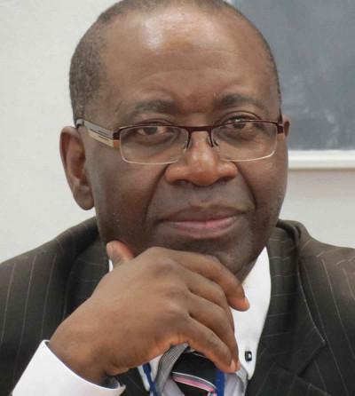 Le professeur Ernest Monga