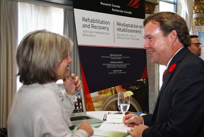 Pre Hélène Corriveau et Hugh Scott de Innovative Medecine Canada