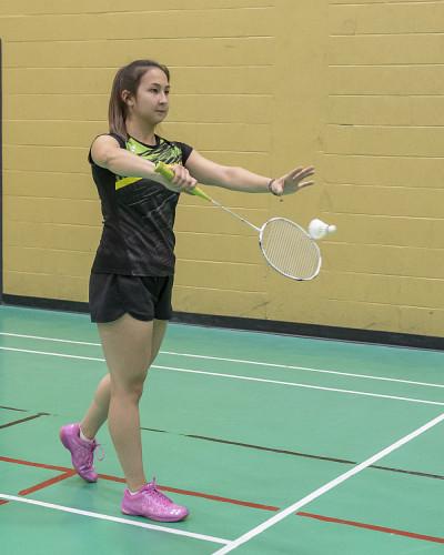 Nadira Usmanova est étudiante au baccalauréat en psychologie et fait partie de l'équipe de badminton du Vert & Or.